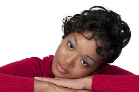 Una bellissima donna afroamericana con un grande sorriso pensando Archivio Fotografico - 8430009