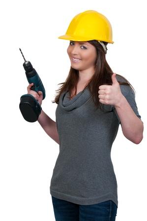 the job site: Una bella donna operaio edile su un sito di lavoro.