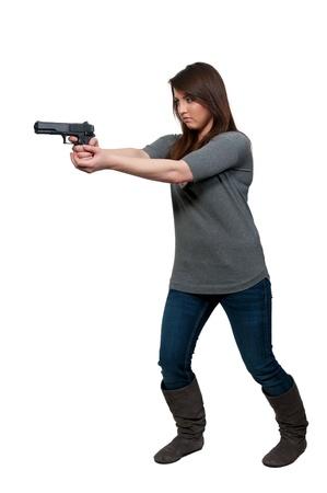 femme policier: Une femme de d�tective de police belle au travail avec une arme � feu