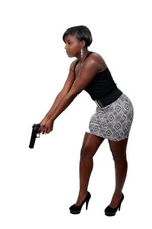 femme policier: Une femme détective de police belle au travail avec une arme à feu