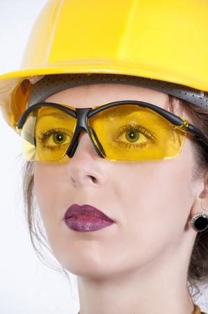 Una bella giovane donna che indossa occhiali di sicurezza Archivio Fotografico - 9582856