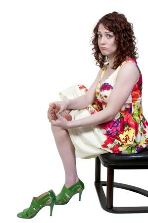 Una mujer hermosa joven empresa frotando sus úlcera cansados pies Foto de archivo - 9582322