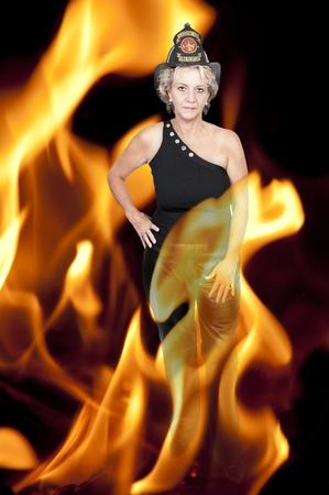 화재에서 아름 다운 여자 소방관