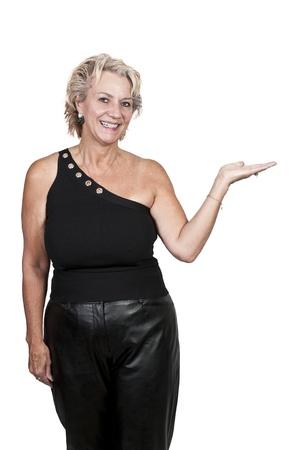 Eine ältere Frau im mittleren Alter streckte die Hand aus, als ob etwas halten, um Standard-Bild - 11171793