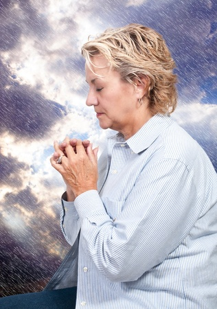 Beautiful Christian woman in a deep prayer 版權商用圖片