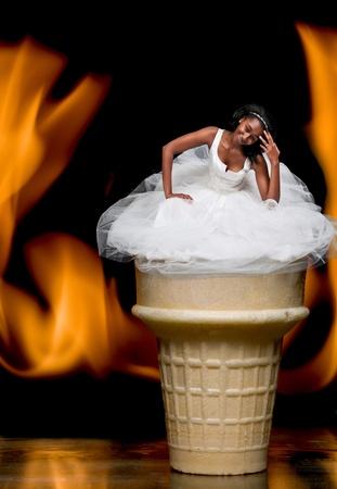 Black African Woman Americal Braut in einem Hochzeitskleid Standard-Bild - 12101386