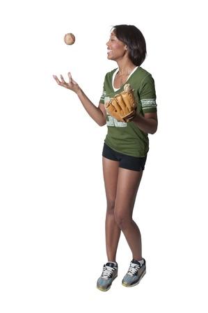 baseball dugout: Negro mujer afroamericana jugando al b�isbol en un parque de la comunidad