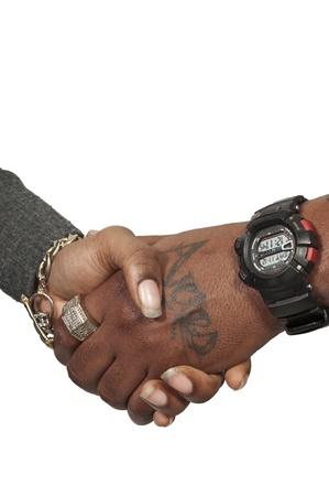 black business man: homme d'affaires noir et femme cadre serrant la main
