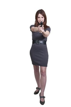 총을 가진 작업에 아름 다운 경찰 탐정 여자