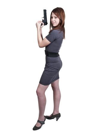 femme policier: Une femme polici�re belle d�tective sur le tas avec une arme � feu Banque d'images