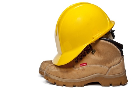 Construction PPE - Steel toe boots and a yellow hard hat Banque d'images