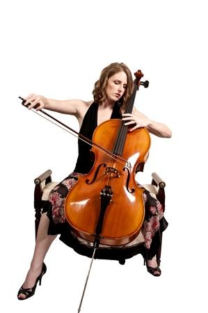 Mooie vrouw cellist met haar cello muziekinstrument