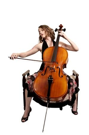 彼女のチェロの楽器を持つ美しい女性チェリスト 写真素材