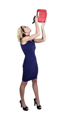 petrol can: Potable hermosa de la mujer a partir de una lata de gasolina gasolina contenedor