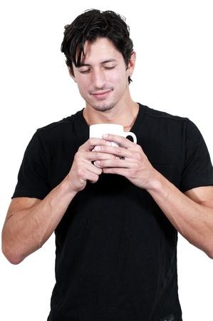 hombre tomando cafe: Joven apuesto hombre de tomar caf� por la ma�ana