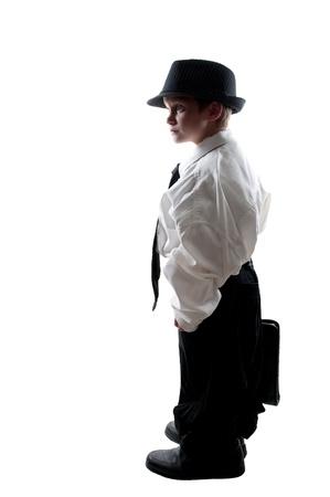 stropdas: Kleine jongen gekleed in oversized pak kleren