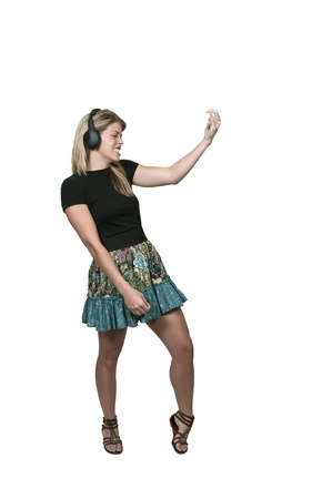 rocker girl: Mujer hermosa con auriculares tocando la guitarra en el aire Foto de archivo