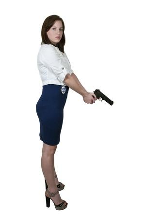 mujer policia: Polic�a y bella mujer detective en el trabajo con una pistola