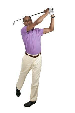 Knappe man spelen van een ronde van de sport die bekend staat als golf