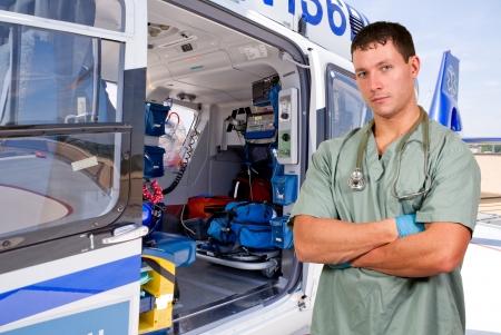 男医者と飛行救急車としてよりもっとよく知られている生命飛行モバイル 写真素材