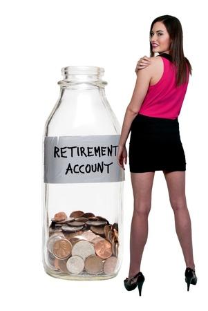 mini falda: Botella de leche con las monedas de conceptualizar una cuenta de jubilaci�n