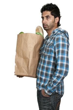 Knappe jonge man doet zijn boodschappen Stockfoto
