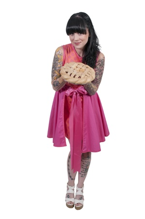 Schöne Frau mit einem frisch gebackenen Kuchen Standard-Bild - 21912769