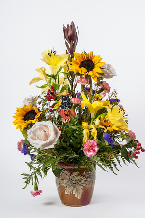 Beautiful Bouquet von Blumen mit einer Karte photo
