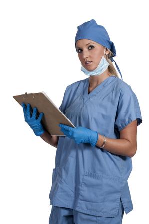 수술을 수행하는 아름 다운 젊은 여자 의사 스톡 콘텐츠