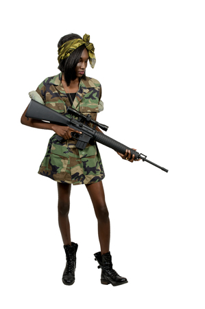 militaire sexy: Beautiful young woman soldier with an assault rifle