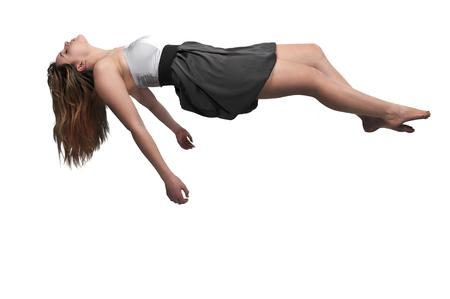 Bela jovem flutuando no ar
