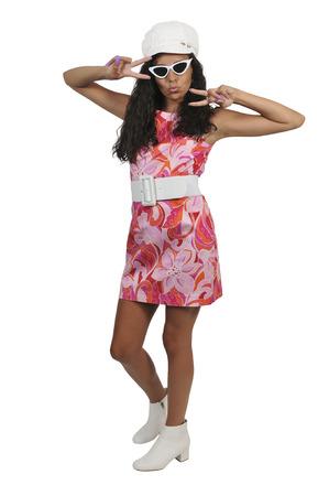 Mujer atractiva joven y bella en un vestido de la vendimia Foto de archivo - 102158163