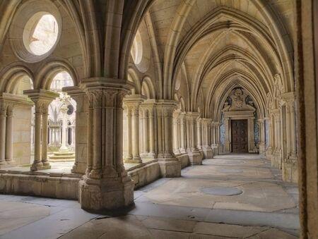 oporto: claustro de la Catedral de Oporto, Portugal
