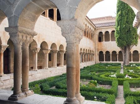 monasteri: Chiostro del Monasterio de Santo Domingo de Silos, Burgos, Spagna Editoriali