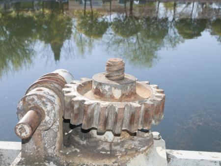 pulleys: manivelas y poleas canal Castilla en Palencia, Espa�a Foto de archivo