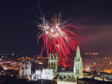 fireworks in the Cathedral of Burgos, Spain 新闻类图片