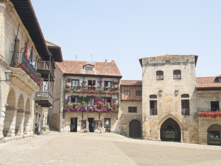 Streets typical of old village of Santillana del Mar, Spain  免版税图像