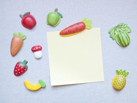 iman: imanes de nevera con forma de frutas, verduras y papel de nota