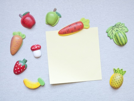 magnet: refrigerator magnets in the shape of fruits, vegetables and note paper Stock Photo