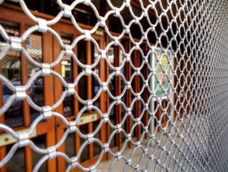 Gegrilde rolluiken gebouw sluiting Stockfoto