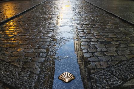 Symbool van de Camino de Santiago als het door Burgos, Spanje passeert