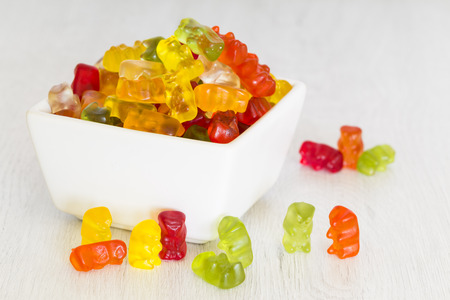 gummy bear snoepjes in een kom