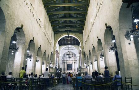 SIRACUSA, SICILIA, ITALIA, 20 DE JULIO DE 2018 Interior del Duomo di Siracusa. La catedral se inició en el siglo séptimo e incorpora columnas de un antiguo templo griego.