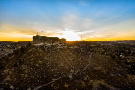 Beautiful fall sunrise over The Rock Park in Castle Rock, Colorado. Imagens