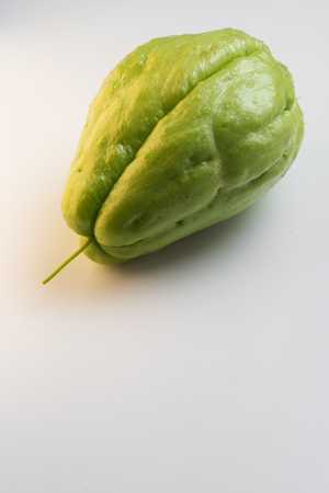 Fresh green Chayote isolated on white background Foto de archivo - 116229549