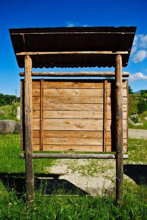 posting: Plancha de madera antigua para el registro de informaci�n y mensajes  Foto de archivo