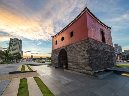 Beimen Gate la nuit dans la ville de Taipei, Taiwan. Banque d'images