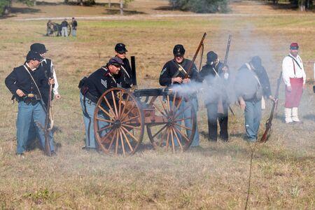 Brooksville, FL - January 18, 2020: Civil War Reenactors fire a Gatling Gun at a historical reenactment in Brooksville, Florida. 新闻类图片