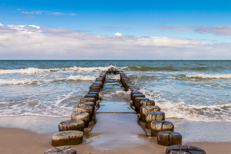 Wellenbrecher an der Ostsee