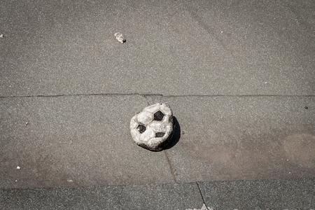 Fußball-Spielball ohne Luft